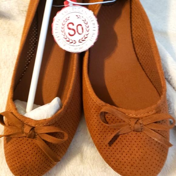 Women's flat suede ballet shoe